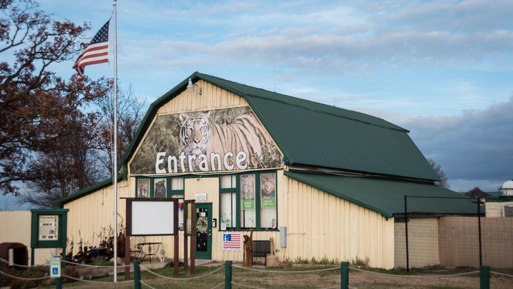 Turpentine Creek Wildlife Refuge featuring signage and zoo animals