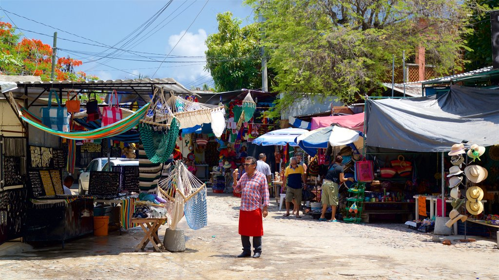 Bucerias which includes markets