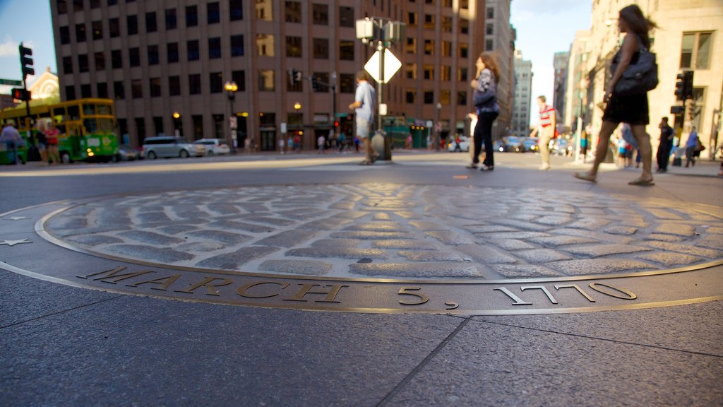 The Freedom Trail showing a city, a square or plaza and outdoor art