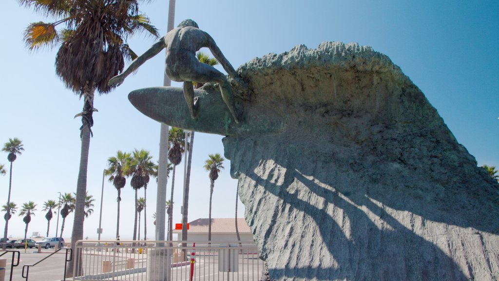Huntington Beach which includes a statue or sculpture