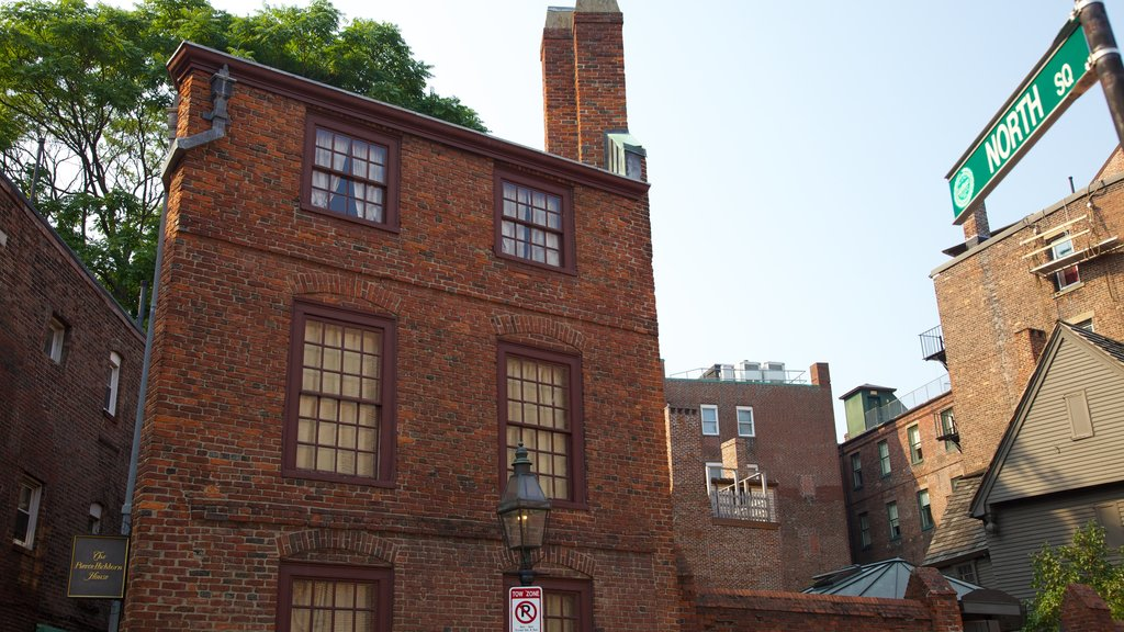 Paul Revere House showing heritage architecture, a house and a city