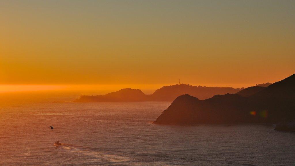 San Francisco mostrando costa rocosa, una puesta de sol y vistas generales de la costa