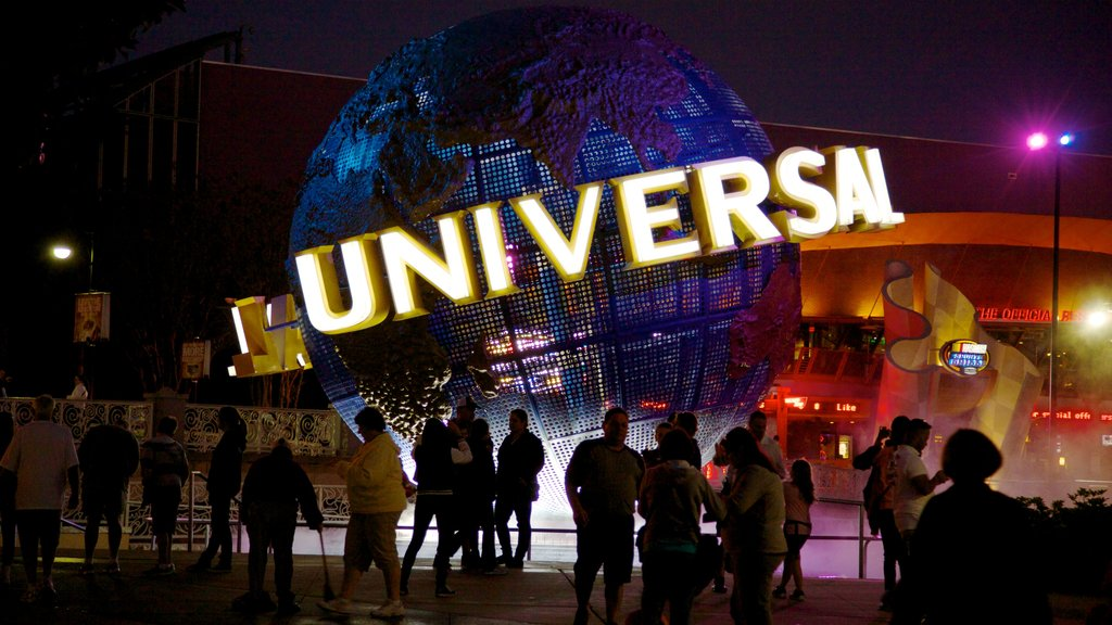 Orlando mostrando una ciudad, señalización y escenas nocturnas