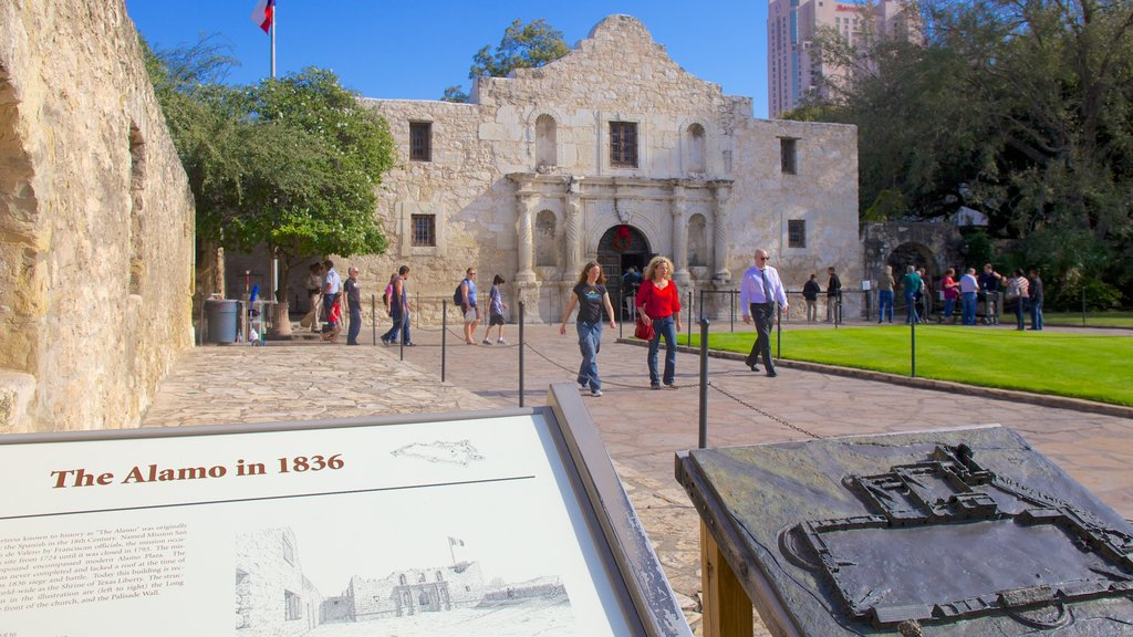 San Antonio which includes signage, heritage architecture and a city