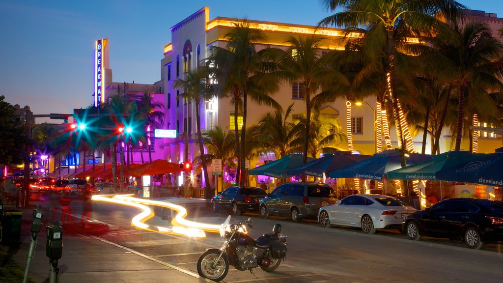 Miami showing a city, street scenes and night scenes