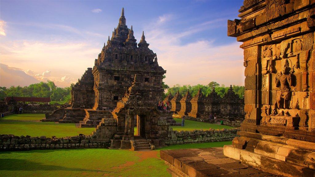Prambanan ofreciendo una puesta de sol, patrimonio de arquitectura y elementos del patrimonio
