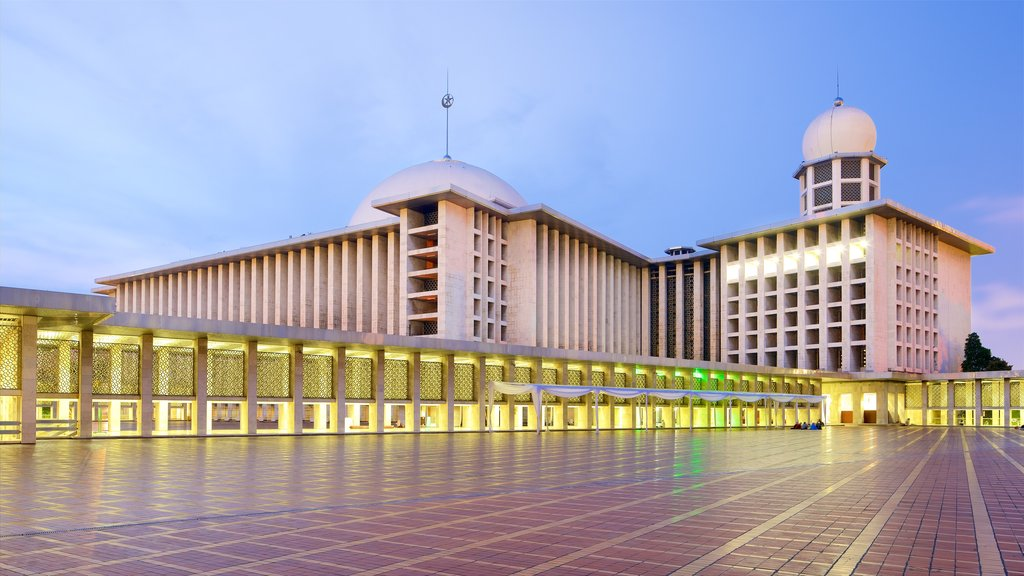 Istiqlal Mosque featuring modern architecture and heritage architecture