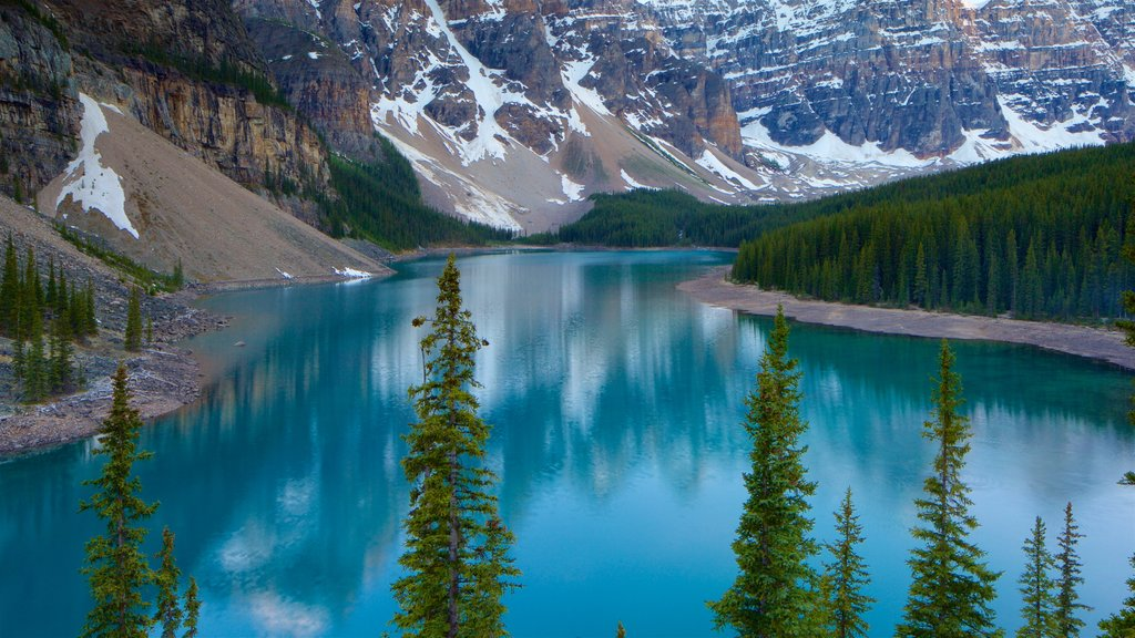 Banff National Park showing a lake or waterhole, landscape views and tranquil scenes