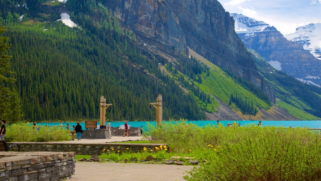 Banff National Park showing tranquil scenes, a lake or waterhole and landscape views