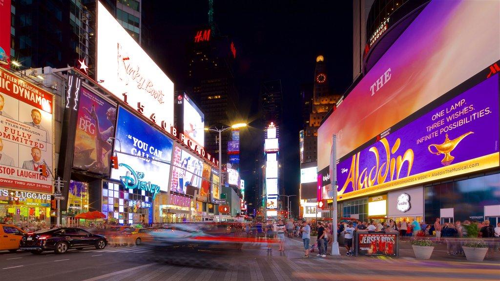 Times Square caracterizando cenas noturnas, sinalização e paisagens da cidade
