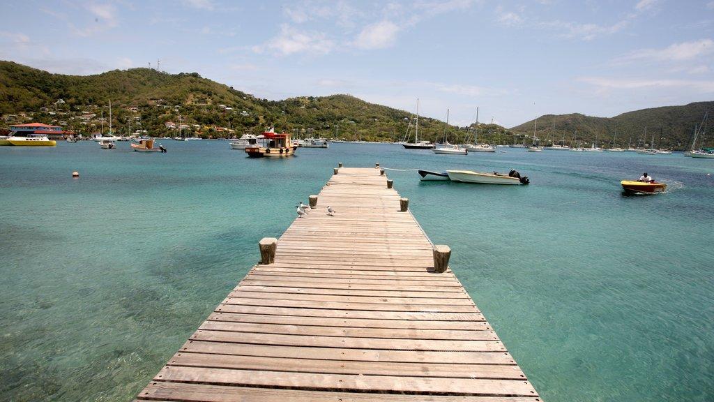 San Vicente y las Granadinas que incluye una bahía o puerto y paseos en lancha