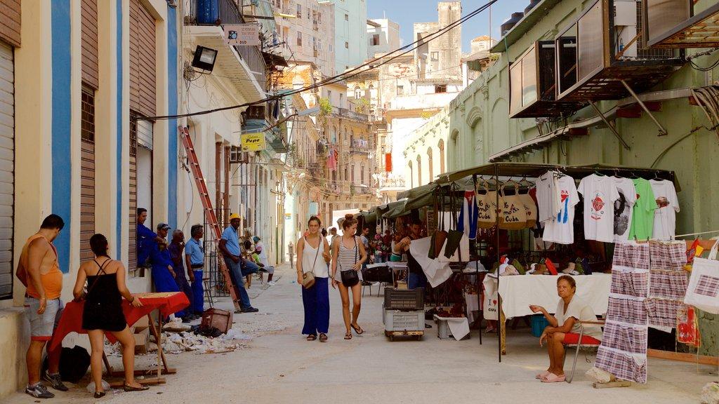 Old Havana ofreciendo mercados, escenas urbanas y una ciudad