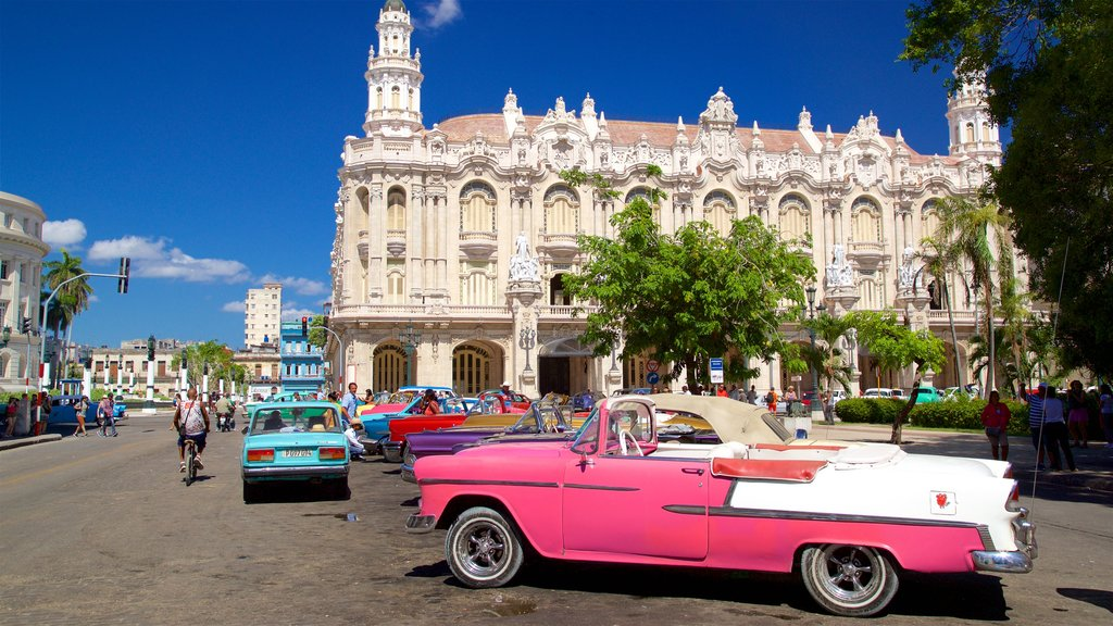 Havana showing heritage architecture