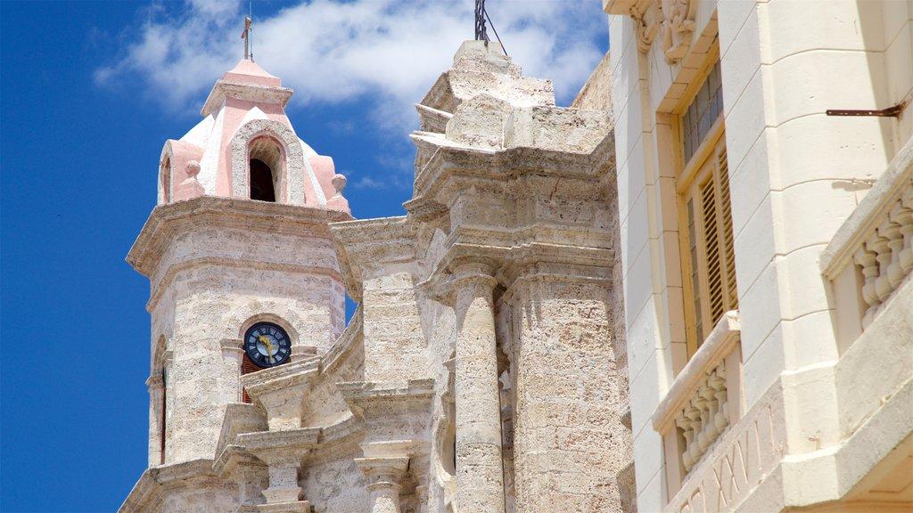 Havana Cathedral mostrando una iglesia o catedral y elementos del patrimonio