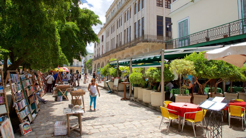 Plaza de Armas mostrando mercados