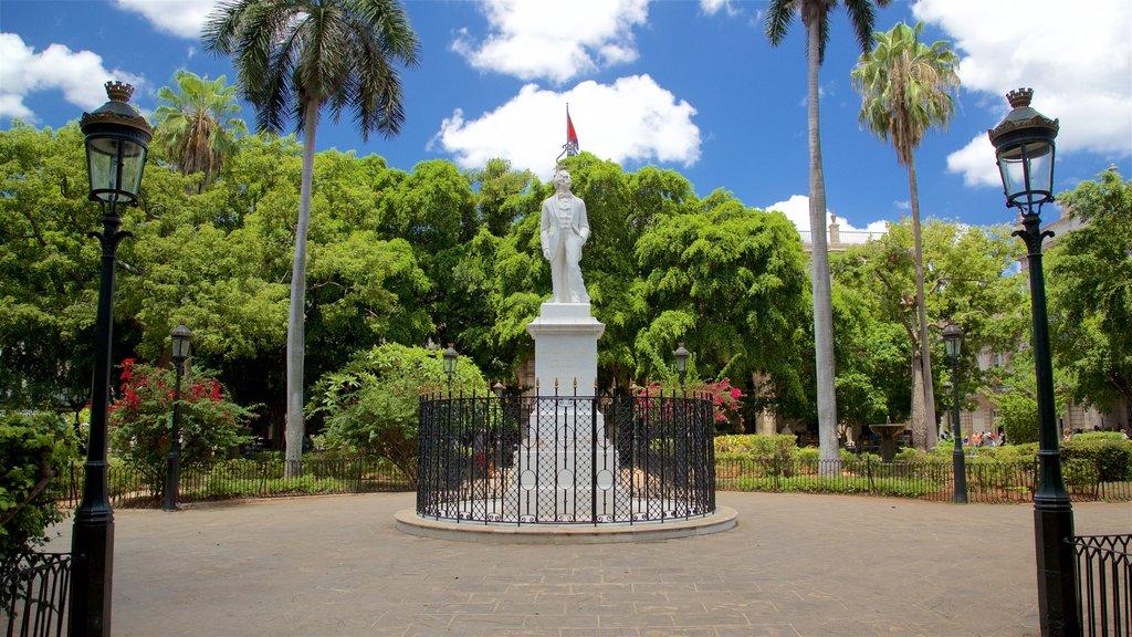 Plaza de Armas featuring a park and a statue or sculpture