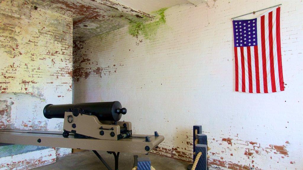 Alcatraz Island mostrando itens militares e elementos de patrimônio