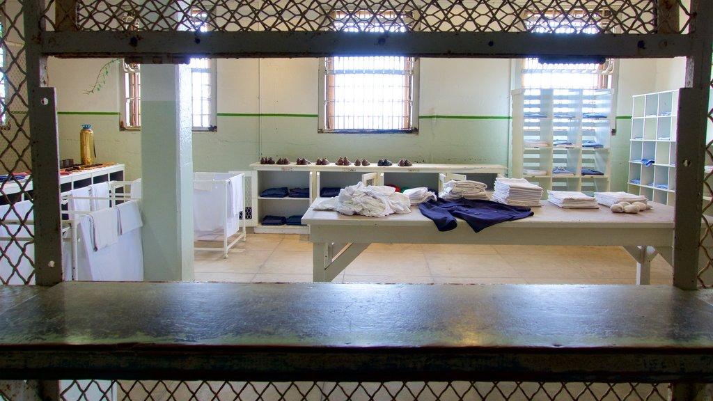Alcatraz Island que inclui elementos de patrimônio e vistas internas
