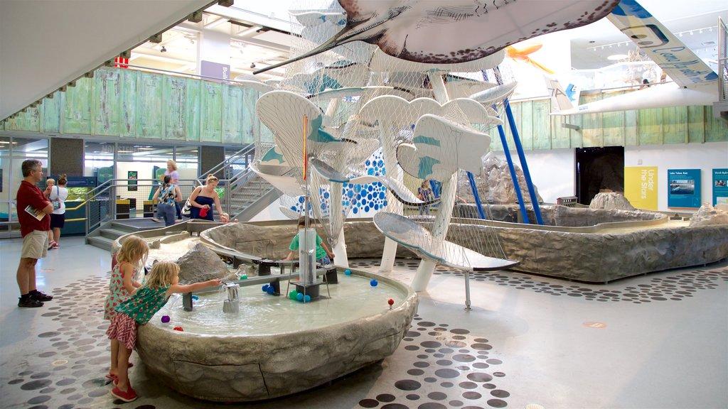 Museo del descubrimiento Terry Lee Wells Nevada que incluye vistas interiores y también niños
