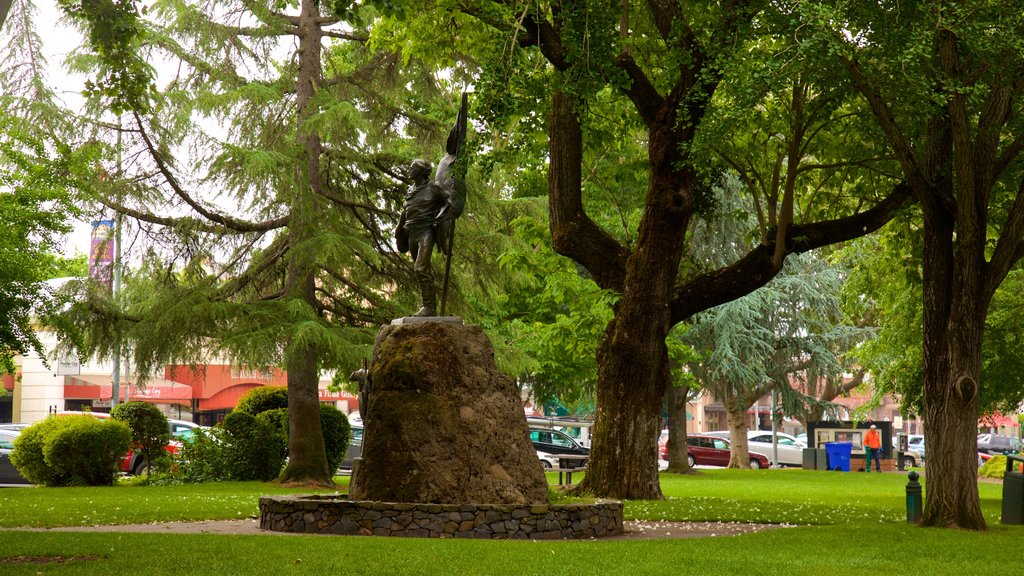 Sonoma Plaza showing a statue or sculpture and a park