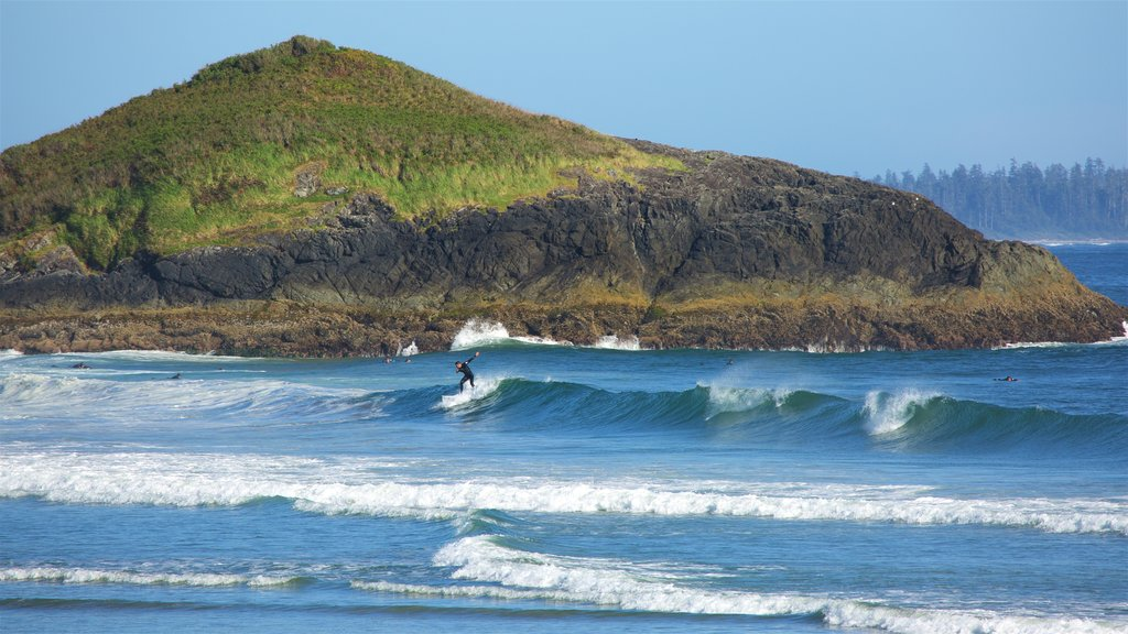 Long Beach which includes surf, general coastal views and rocky coastline
