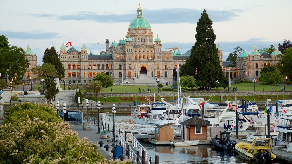 Victoria Harbour showing heritage architecture, a park and a bay or harbor