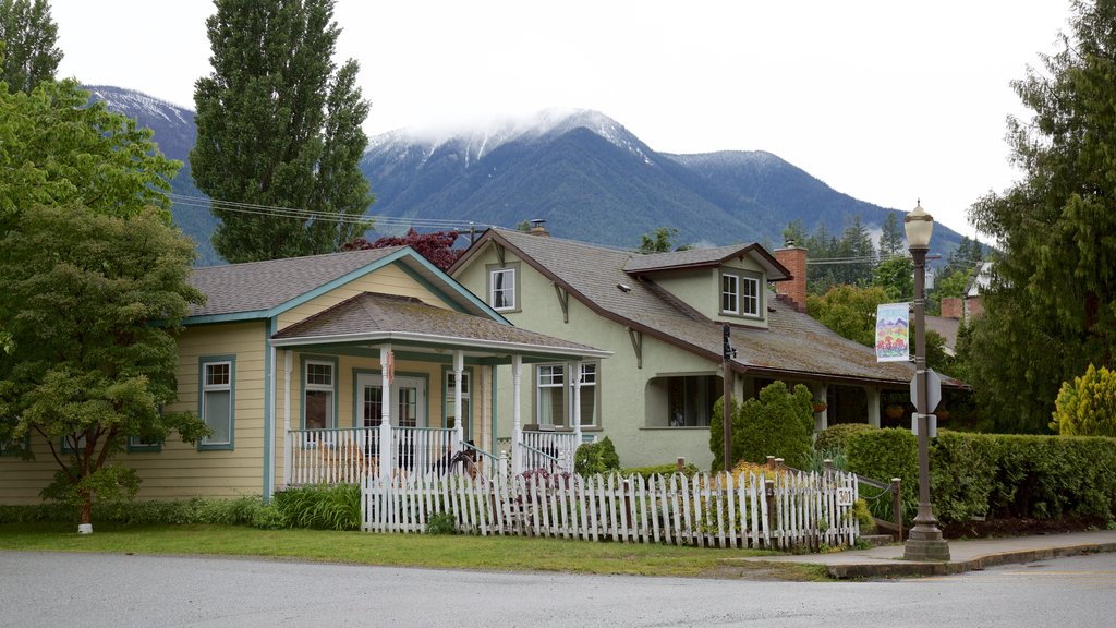 Kaslo which includes a house and mountains