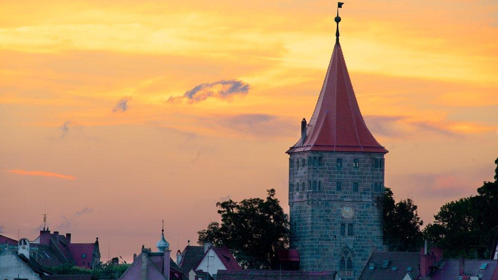 Nuremberg mostrando elementos de patrimônio e um pôr do sol