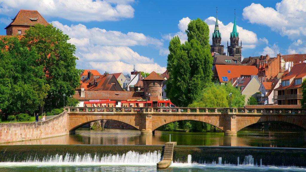 Nuremberg caracterizando elementos de patrimônio, um rio ou córrego e uma ponte