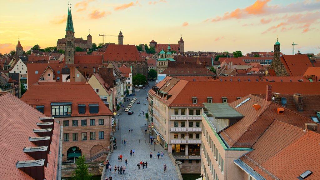 Nuremberg que inclui elementos de patrimônio, um pôr do sol e uma cidade