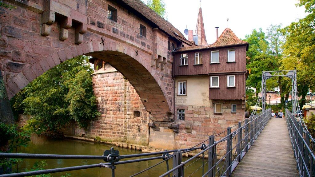 Nuremberg caracterizando elementos de patrimônio, uma ponte e um rio ou córrego