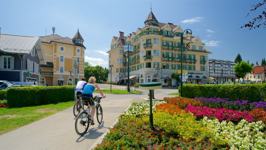 Velden am Woerthersee showing flowers, a park and road cycling