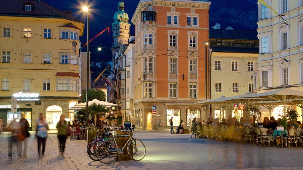 Innsbruck mostrando elementos del patrimonio y escenas nocturnas