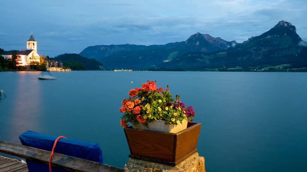 Sankt Wolfgang im Salzkammergut which includes flowers and a lake or waterhole