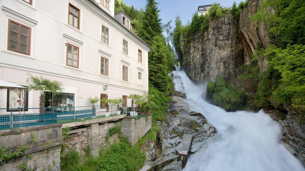 Bad Gastein que incluye elementos del patrimonio, rápidos y una catarata
