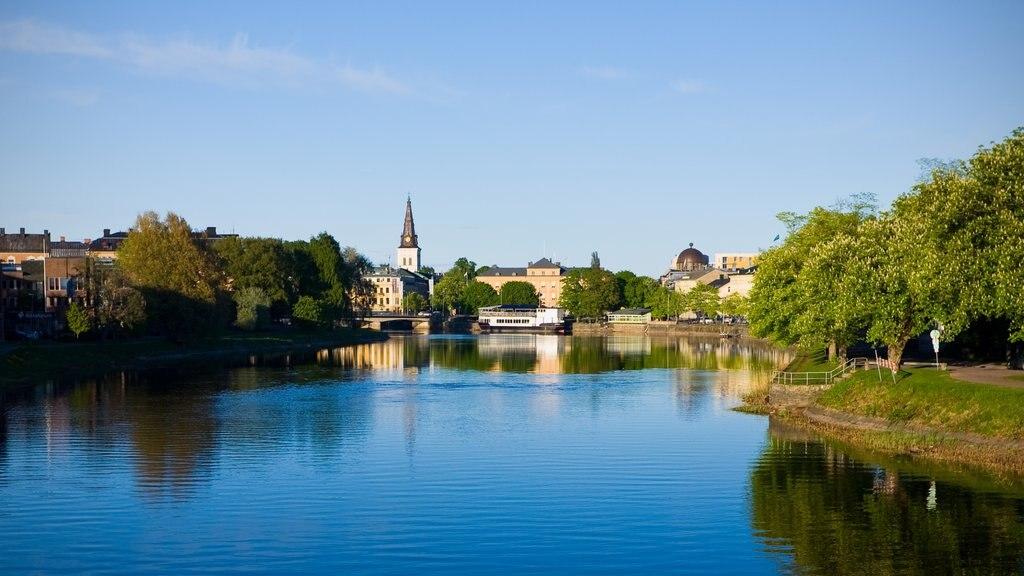 Karlstad mostrando un río o arroyo y una pequeña ciudad o pueblo
