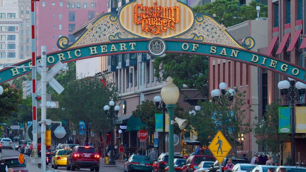 Gaslamp Quarter showing a city, signage and street scenes
