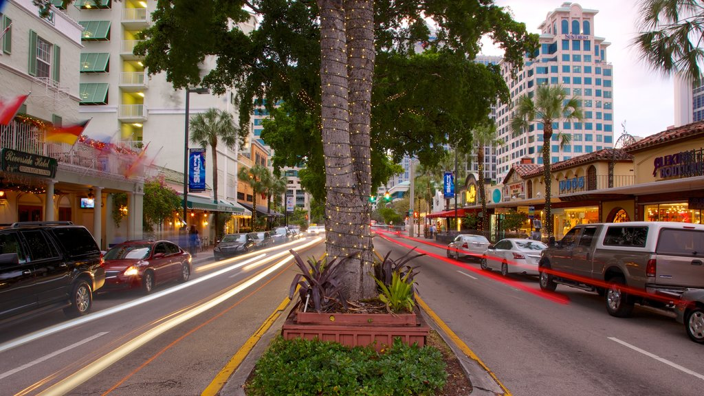Las Olas Riverfront featuring street scenes and a city