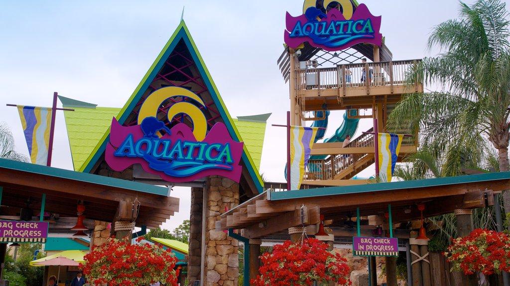 Parque acuático Aquatica ofreciendo un parque acuático, señalización y flores