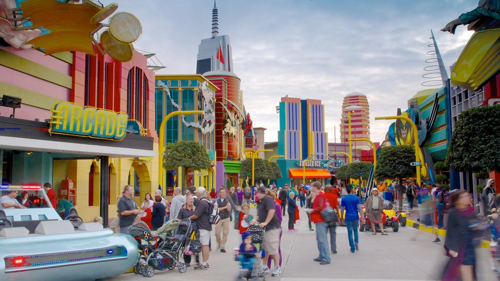 Universal Studios Orlando showing street scenes, a city and rides