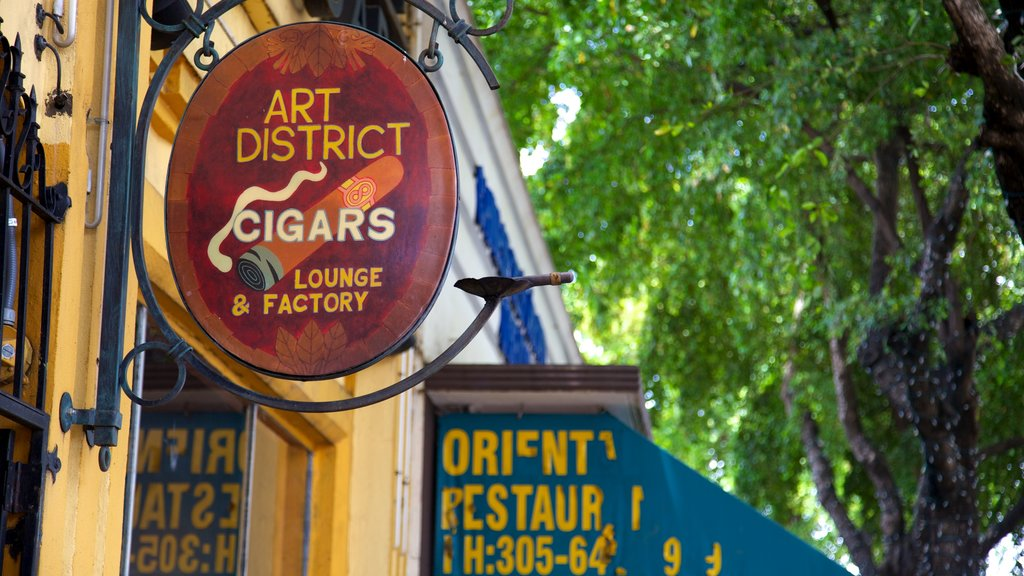 Little Havana showing signage and street scenes