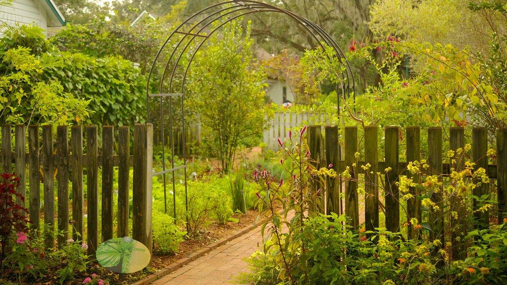 Jardines de Harry P. Leu ofreciendo un parque y vistas de paisajes