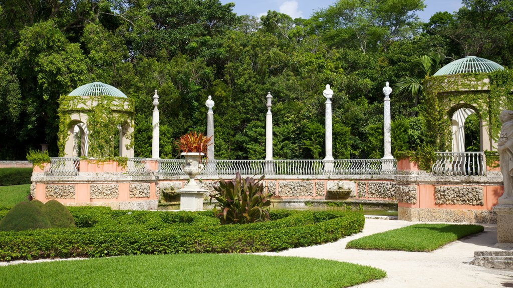 Vizcaya Museum and Gardens which includes a park