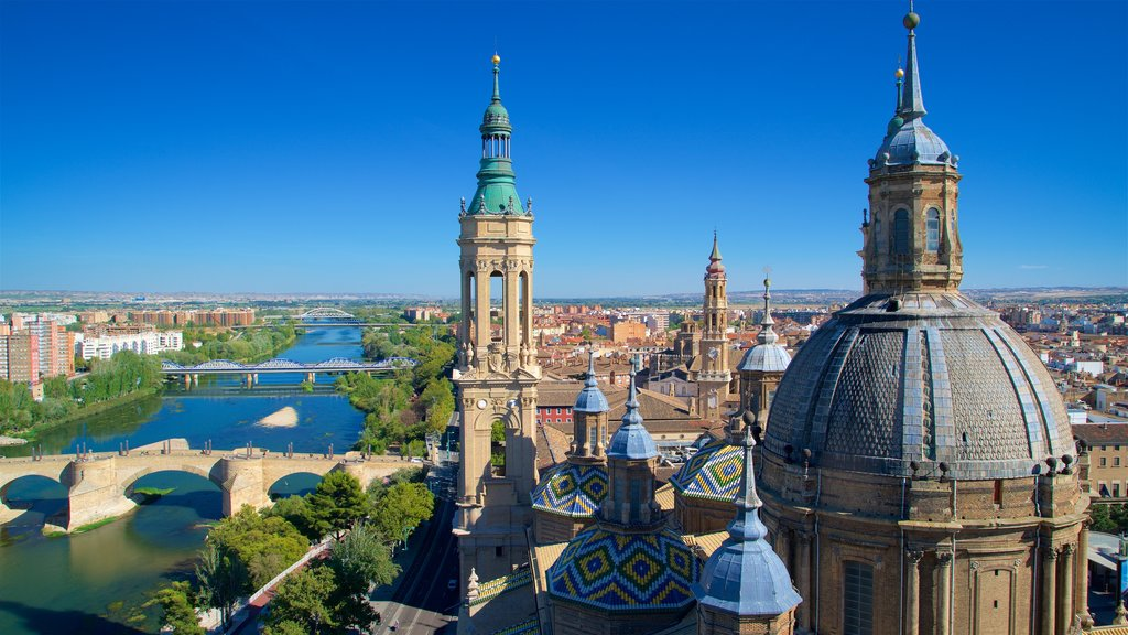 Basílica de Nuestra Señora del Pilar mostrando vistas de paisajes, una ciudad y un río o arroyo