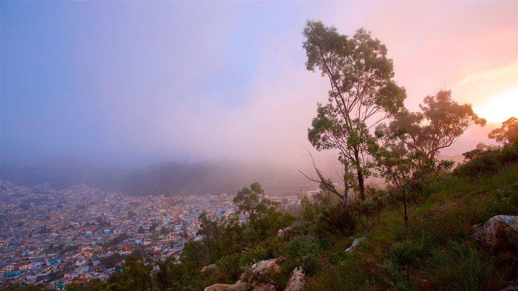 Pachuca mostrando vistas de paisajes, neblina o niebla y una puesta de sol
