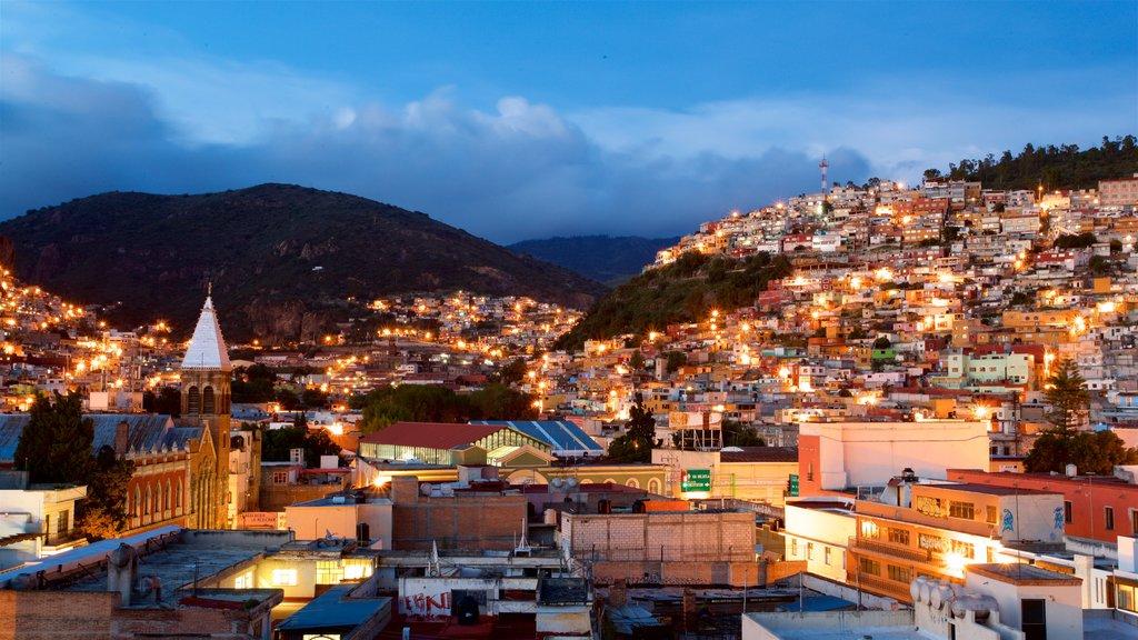Pachuca que incluye vistas de paisajes, escenas nocturnas y una ciudad