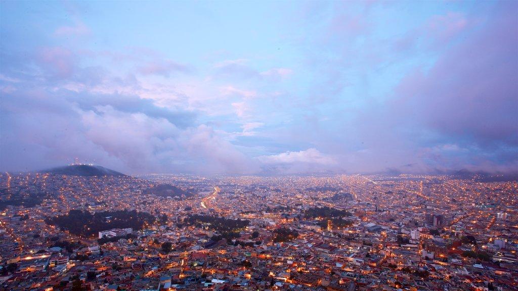 Pachuca ofreciendo una ciudad, neblina o niebla y vistas de paisajes