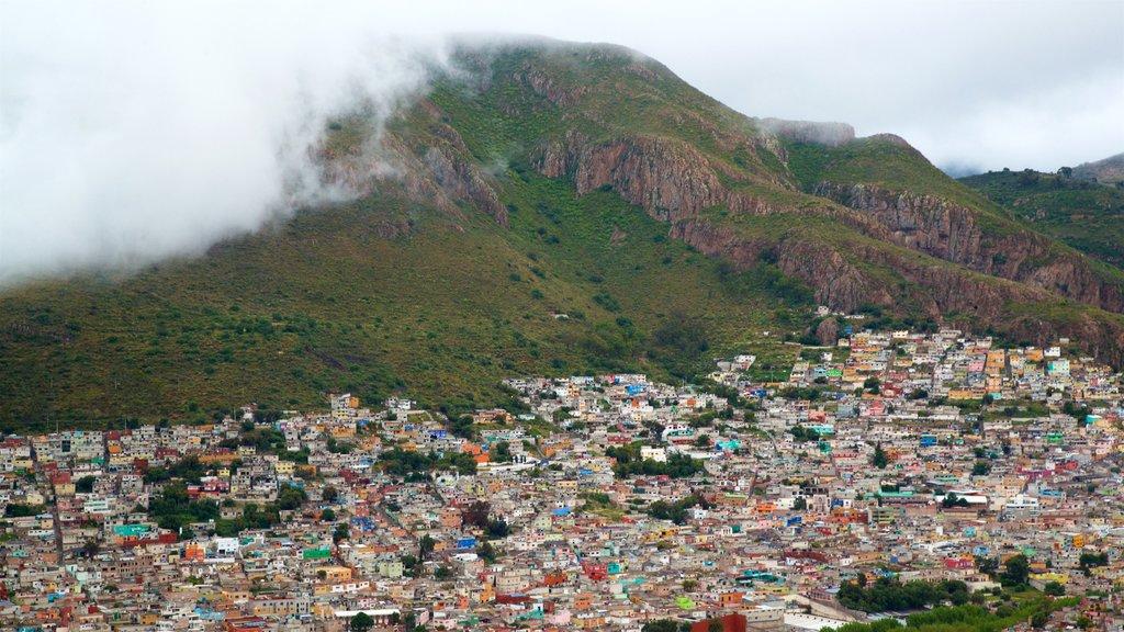 Pachuca ofreciendo montañas, una ciudad y vistas de paisajes