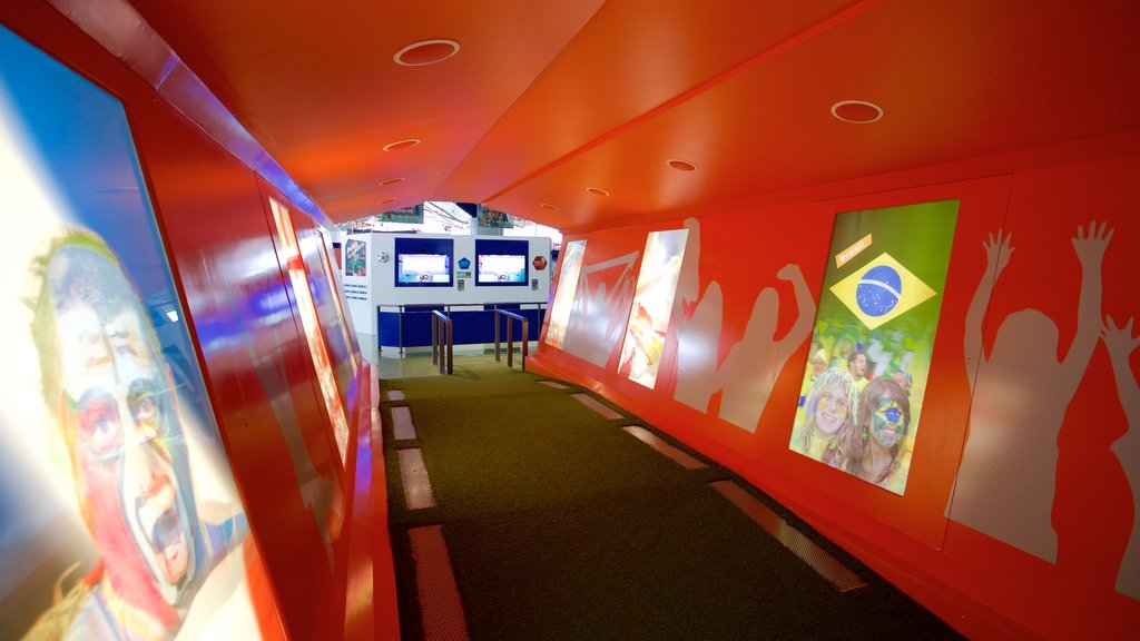 Centro Interactivo Mundo Fútbol que incluye vistas interiores