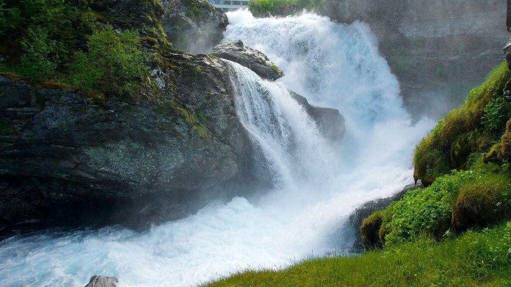 Geiranger featuring rapids